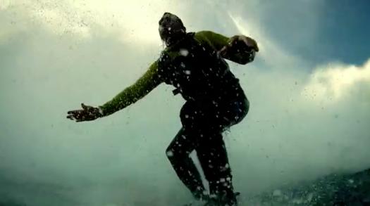 garrett-mcnamara-wave-breaking-78-foot-wave-guiness-world-record